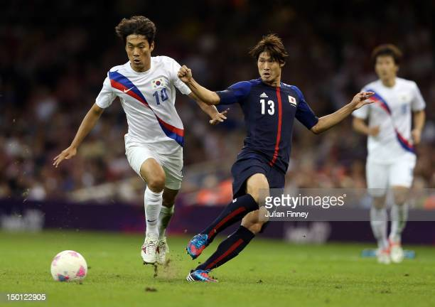 Chuyoung Park of Korea battles with Daisuke Suzuki of Japan during the Men's Football Bronze medal playoff match between Korea and Japan on Day 14 of...