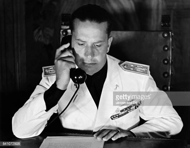 Ciano Galeazzo Graf *Politiker I als Aussenminister im Arbeitszimmerseines Amtssitzes im Palazzo Chigi in Rom wohl 1936