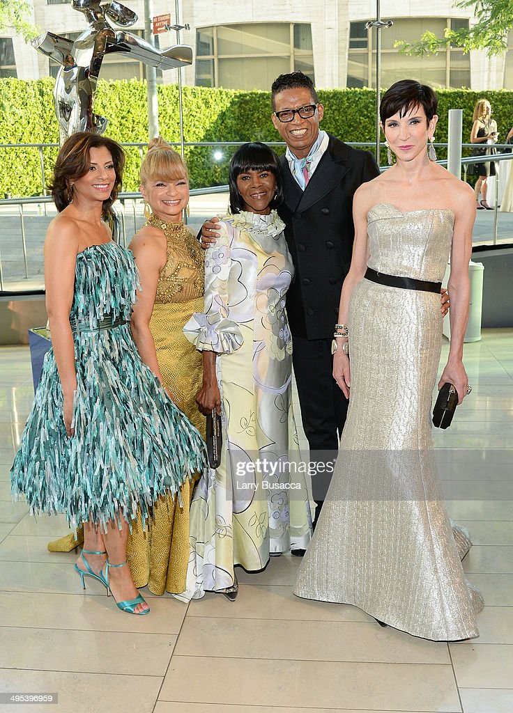 <a gi-track='captionPersonalityLinkClicked' href=/galleries/search?phrase=Cicely+Tyson&family=editorial&specificpeople=211450 ng-click='$event.stopPropagation()'>Cicely Tyson</a>, designer B Michael and <a gi-track='captionPersonalityLinkClicked' href=/galleries/search?phrase=Amy+Fine+Collins&family=editorial&specificpeople=241319 ng-click='$event.stopPropagation()'>Amy Fine Collins</a> pose with guests at the 2014 CFDA fashion awards at Alice Tully Hall, Lincoln Center on June 2, 2014 in New York City.