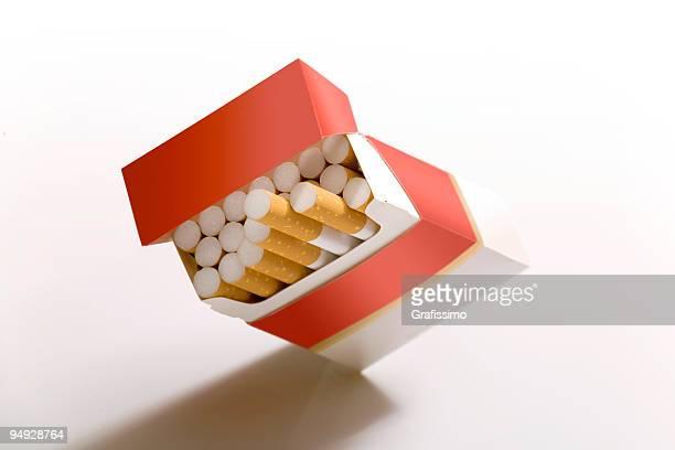 Cigarette box auf Weiß