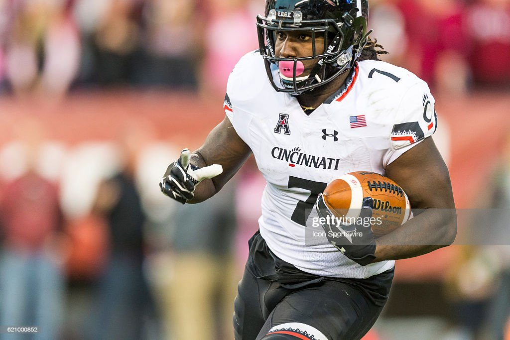 Cincinnati Bearcats running back Tion Green (7) charges up the field during the game between the Cincinnati Bearcats and the Temple Owls on October 29, 2016, at Lincoln Financial Field in Philadelphia, PA.