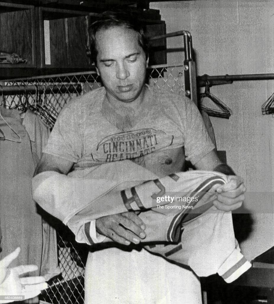 Amazing Johnny Bench Photos Part - 5: Cincinnati Reds Future Hall Of Famer Johnny Bench Removes His Jersey For  The Final Time On