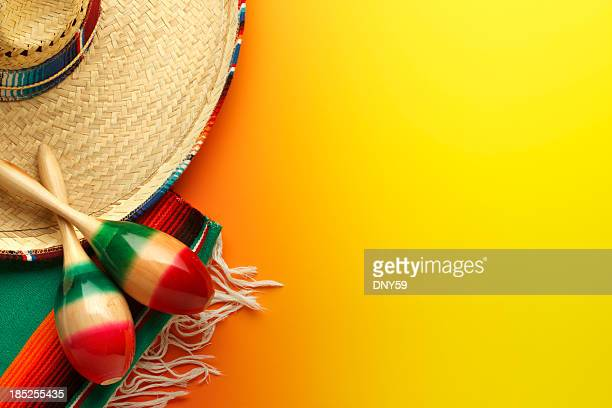 Cinco de Mayo Sombrero et Maracas sur fond jaune