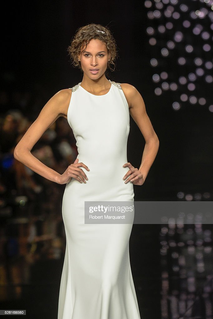 <a gi-track='captionPersonalityLinkClicked' href=/galleries/search?phrase=Cindy+Bruna&family=editorial&specificpeople=11366881 ng-click='$event.stopPropagation()'>Cindy Bruna</a> walks the runway for the latest collection by Pronovias 2017 on April 29, 2016 in Barcelona, Spain.