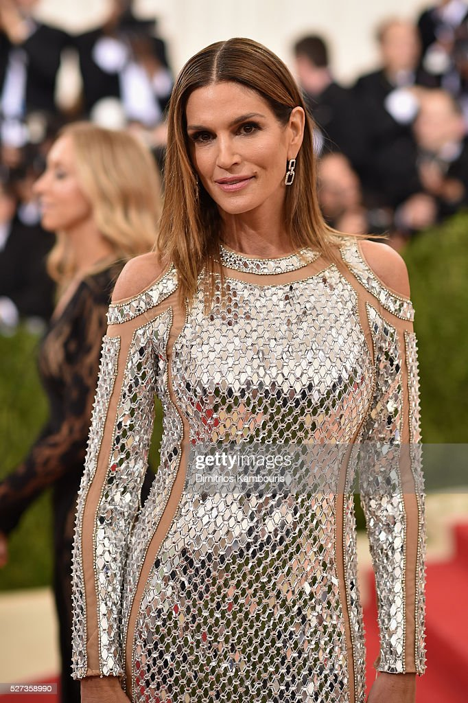 Cindy Crawford attends the 'Manus x Machina: Fashion In An Age Of Technology' Costume Institute Gala at Metropolitan Museum of Art on May 2, 2016 in New York City.