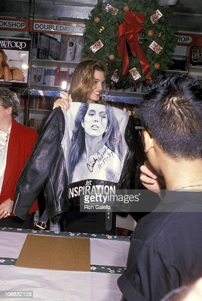 Cindy Crawford during Cindy Crawford Promotes Her 1990 Calendar at Doubleday Bookstore in New York City November 17 1989 at Doubleday Bookstore in...