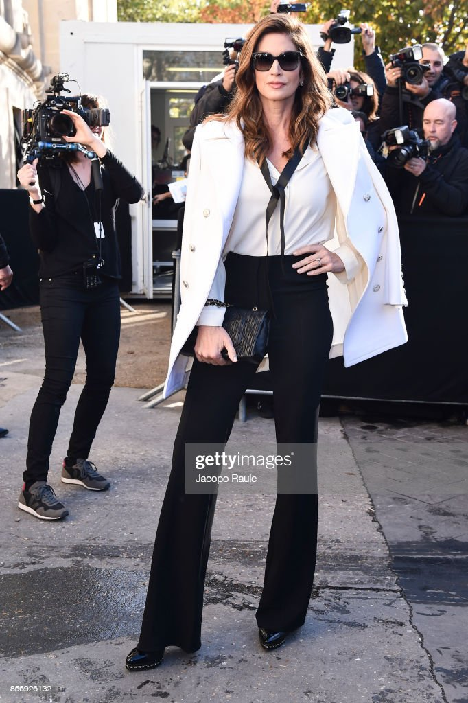 Cindy Crawford is seen arriving at Chanel show during Paris Fashion Week Womenswear Spring/Summer 2018on October 3, 2017 in Paris, France.