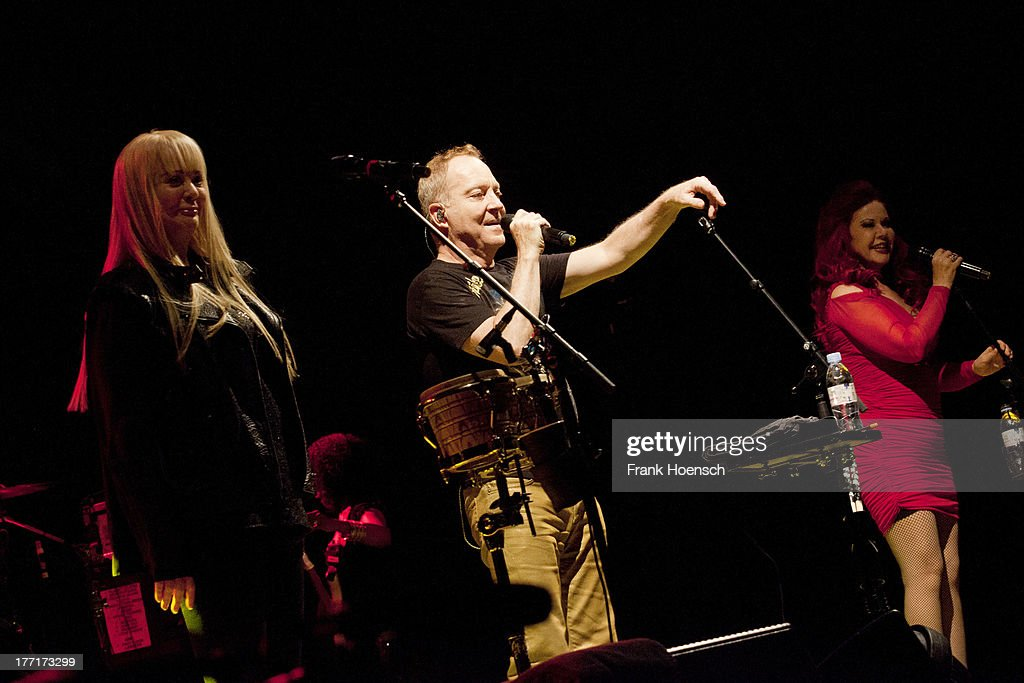 Cynthia Schneider: The B-52's Perform In Berlin Photos And Images