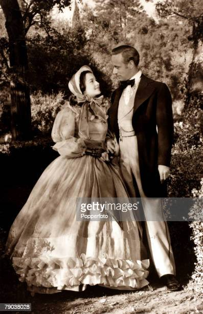 Cinema Personalities Leslie Howard and Olivia de Haviland in a scene from the classic film 'Gone With The Wind'