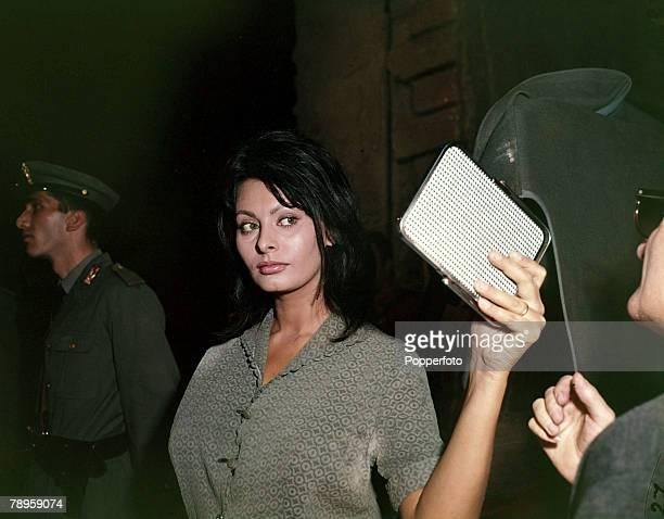 circa 1965 Italian actress Sophia Loren