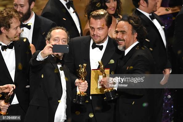 Cinematographer Emmanuel Lubezki actor Leonardo DiCaprio and director Alejandro Gonzalez Inarritu all winners for 'The Revenant' take a selfie...