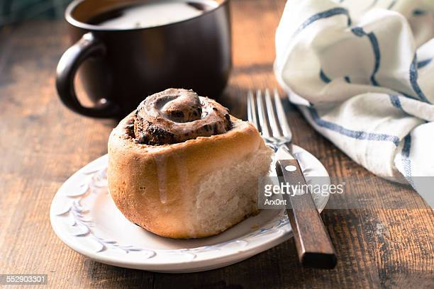 Cinnamon bun with coffee