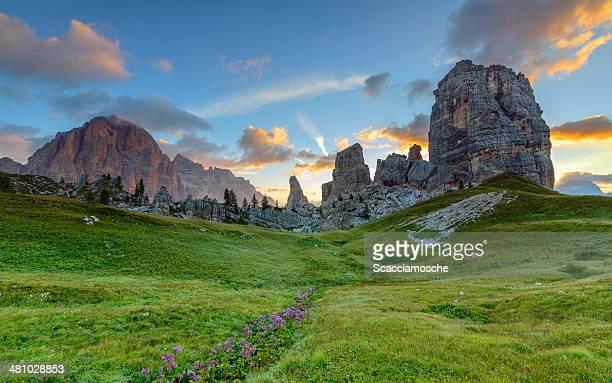 Cinque Torri e Tofane all'alba, Dolomiti, Italia