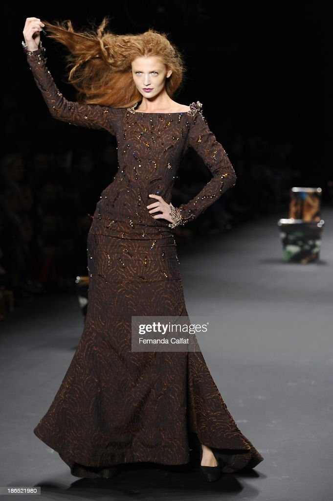 <a gi-track='captionPersonalityLinkClicked' href=/galleries/search?phrase=Cintia+Dicker&family=editorial&specificpeople=2325605 ng-click='$event.stopPropagation()'>Cintia Dicker</a> walks the runway during Lino Villaventura show at Sao Paulo Fashion Week Winter 2014 on October 31, 2013 in Sao Paulo, Brazil.