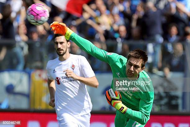 Ciprian Tatarusanu of ACF Fiorentina in action during the Serie A match between Empoli FC and ACF Fiorentina at Stadio Carlo Castellani on April 10...