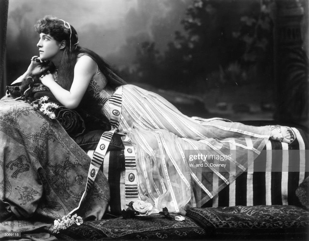 Lillie Langtry (Emilie Charlotte Le Breton) (1853 - 1929) in costume for her role as <a gi-track='captionPersonalityLinkClicked' href=/galleries/search?phrase=Cleopatra&family=editorial&specificpeople=105315 ng-click='$event.stopPropagation()'>Cleopatra</a> in 'Anthony and <a gi-track='captionPersonalityLinkClicked' href=/galleries/search?phrase=Cleopatra&family=editorial&specificpeople=105315 ng-click='$event.stopPropagation()'>Cleopatra</a>'.