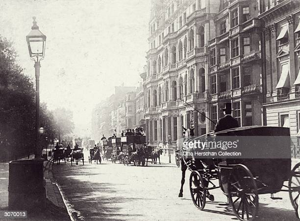 Traffic on a street in London's Piccadilly