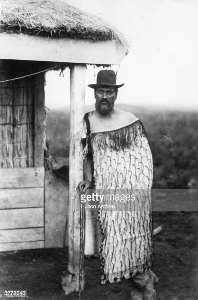 A Maori man in a long cloak