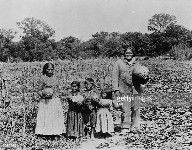 Chiricahua chief Goyathlay known as Geronimo with his family
