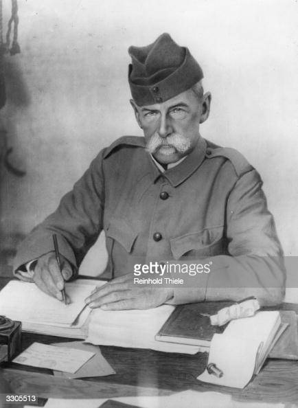 The English soldier Frederick Sleigh Roberts created Lord Roberts of Kandahar and Waterford in 1892 and earl in 1901 Commanderinchief during the 2nd...