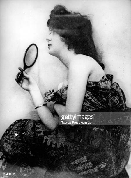 nesbit single girls Wondering why you're still single evelyn nesbit was the american dream girl whose face was her fortune and whose life reflected the era's intoxicating.