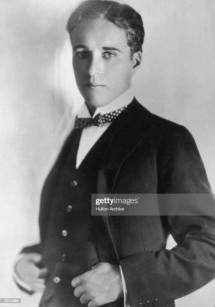 Studio portrait of British-born actor and filmmaker <a gi-track='captionPersonalityLinkClicked' href=/galleries/search?phrase=Charlie+Chaplin&family=editorial&specificpeople=70006 ng-click='$event.stopPropagation()'>Charlie Chaplin</a> as a young man.