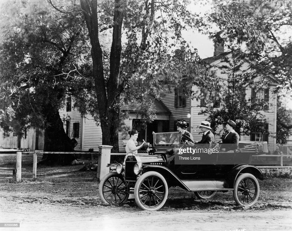 A group of friends in their Model T Ford car collecting something from a woman at & Model T Ford Stock Photos and Pictures   Getty Images markmcfarlin.com