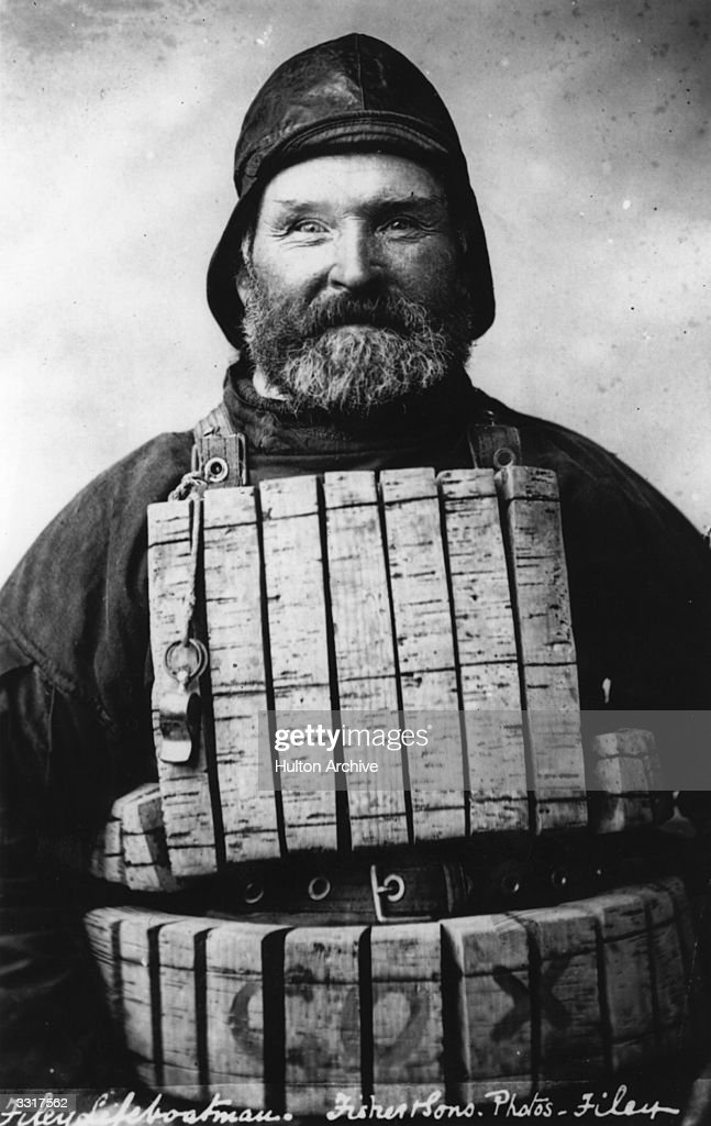 circa-1920-a-lifeboatman-from-filey-nort