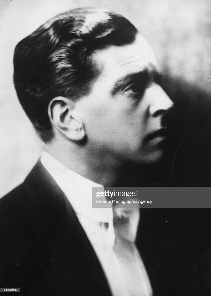 British actor <b>Leslie Banks</b> (1890 - 1952), whose facial injuries sustained <b>...</b> - circa-1920-british-actor-leslie-banks-whose-facial-injuries-sustained-picture-id3093897