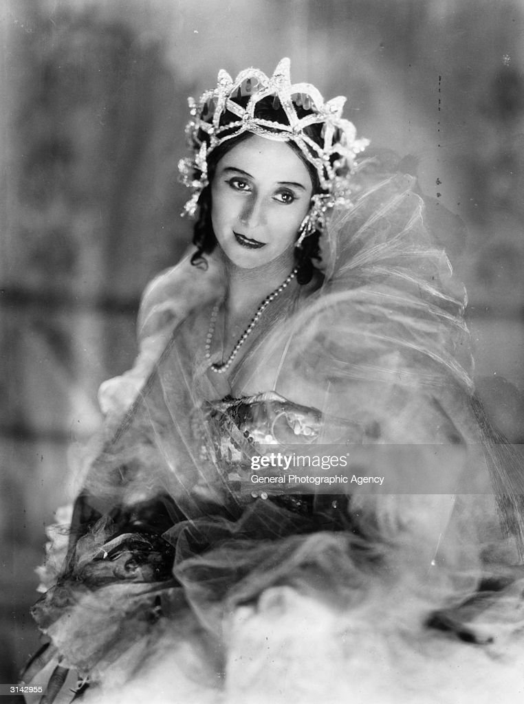 Russian Ballet dancer <a gi-track='captionPersonalityLinkClicked' href=/galleries/search?phrase=Anna+Pavlova+-+Ballet+Dancer&family=editorial&specificpeople=12866185 ng-click='$event.stopPropagation()'>Anna Pavlova</a> (1882 - 1931), regarded as the prima ballerina of her era.