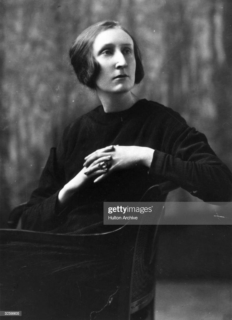 Dame Edith Sitwell (1887 - 1964), English poet.