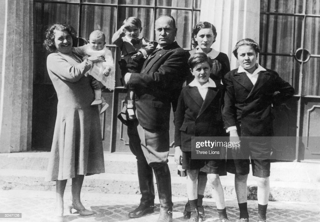 Italian dictator Benito Mussolini (1883 - 1945) with his wife Rachele Guidi and their five children, Edda, Vittorio, Bruno, Romano and Anna Maria.