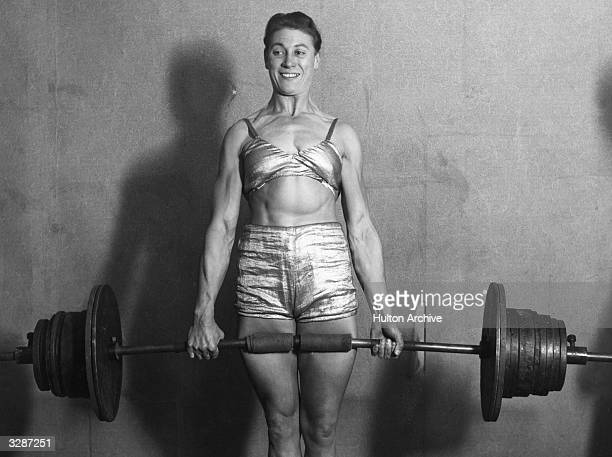 Strongwoman Ivy Russell lifting weights