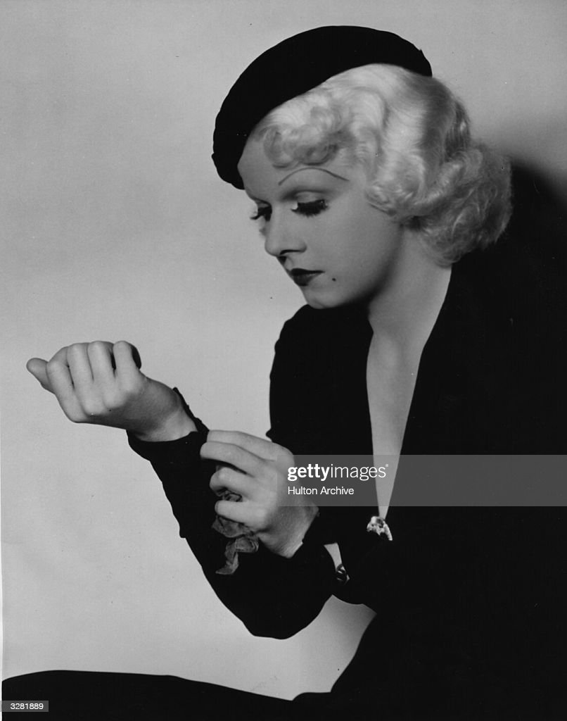 Jean Harlow (1911 - 1937) the stage name of Harlean Carpentier, the American leading lady who died in her prime, in a publicity still for the film 'Born To Be Kissed'.
