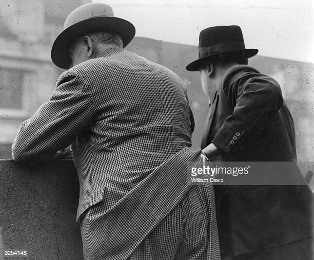 A pickpocket at work in New York
