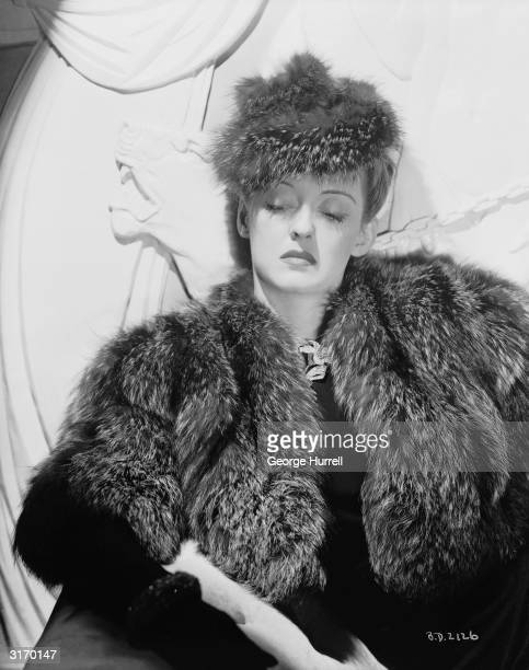 American film star Bette Davis plays the terminally ill Judith Traherne in 'Dark Victory' directed by Edmund Goulding