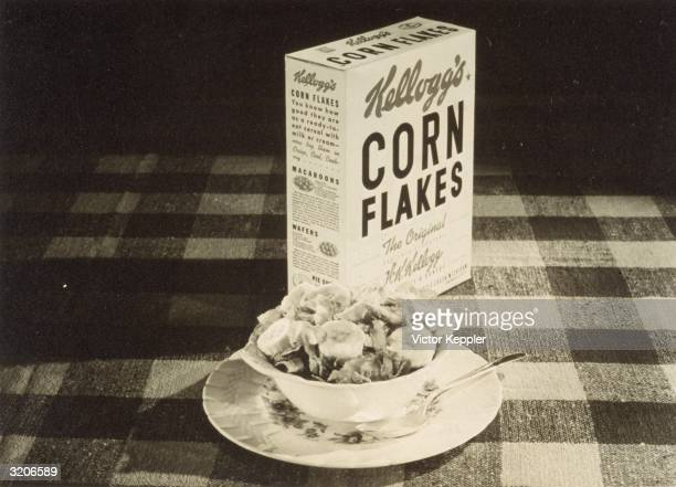 Photo of a box and a bowl of Kellogg's Corn Flakes with slices of banana used for advertising