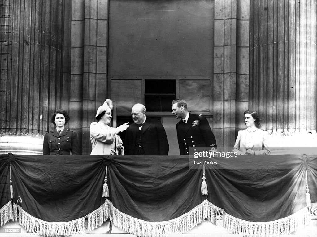 Hulton royals collection getty images for Queen elizabeth balcony