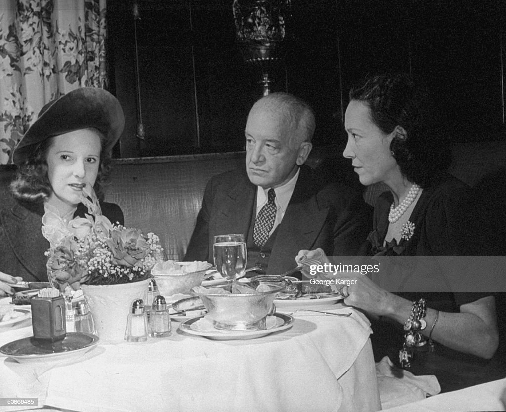 Lady Charles Cavandish (R) dining with friends at the 21 Club.