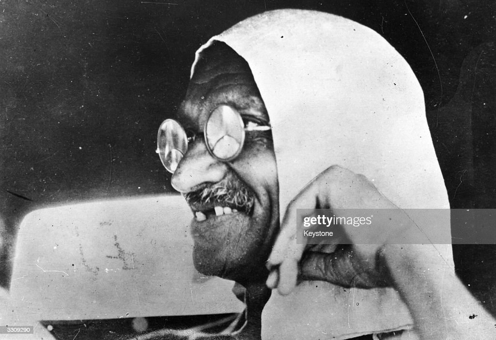 Mahatma Gandhi (Mohandas Karamchand Gandhi, 1869 - 1948), Indian nationalist leader.