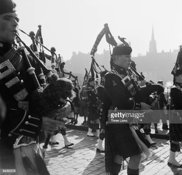 Scottish Bands: Scotland Piper Stock Photos And Pictures