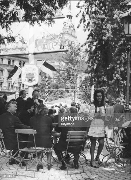 Customers in a beer garden in the newlyopened pedestrian zone at the Munich Viktualienmarkt
