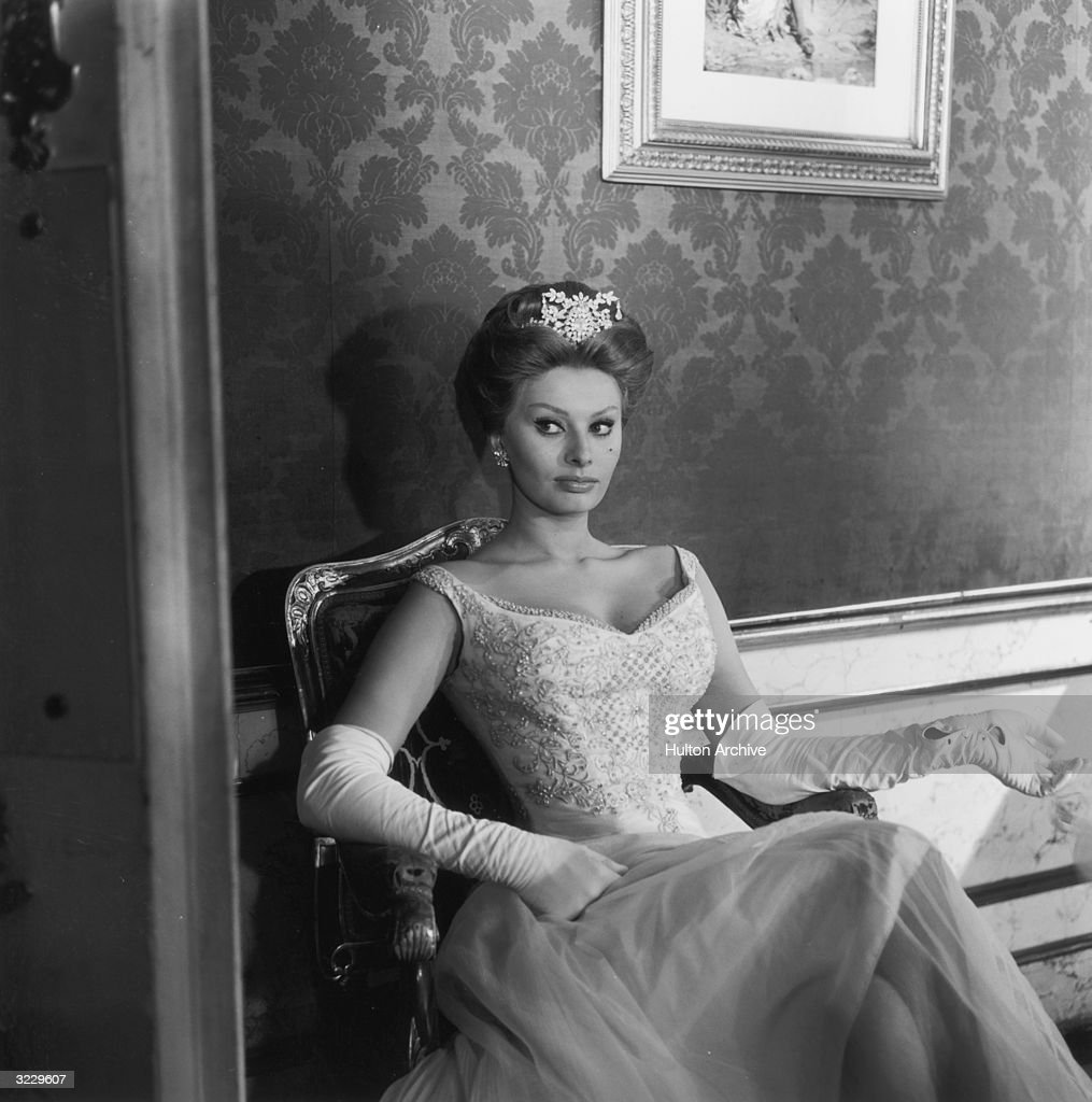 Black gloves for gown - Italian Actor Sophia Loren Wears A Ball Gown Long White Gloves And A Tiara