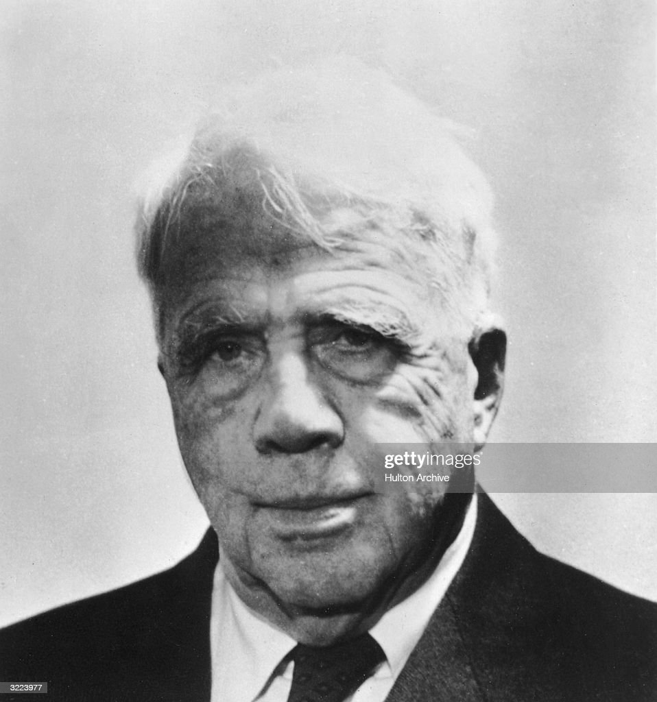 Closeup of Pulitzer Prize-winning American poet and educator <a gi-track='captionPersonalityLinkClicked' href=/galleries/search?phrase=Robert+Frost+-+Poet&family=editorial&specificpeople=213641 ng-click='$event.stopPropagation()'>Robert Frost</a> (1874 - 1963) smiling outdoors.