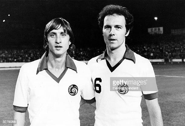 Footballers Franz Beckenbauer and Johan Cruyff wearing Cosmos strips