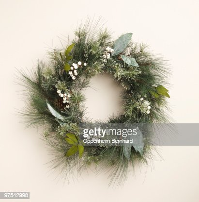 circular christmas wreath on plain background : Stock-Foto