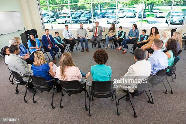 Circular discussion group