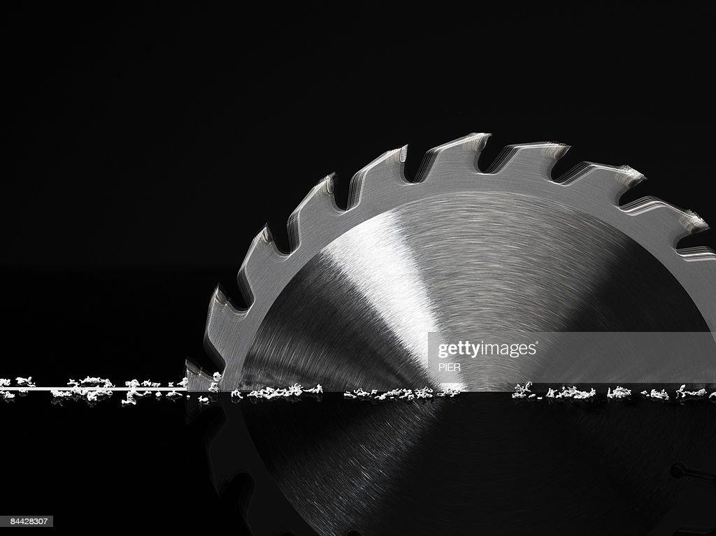 Circular saw cutting material