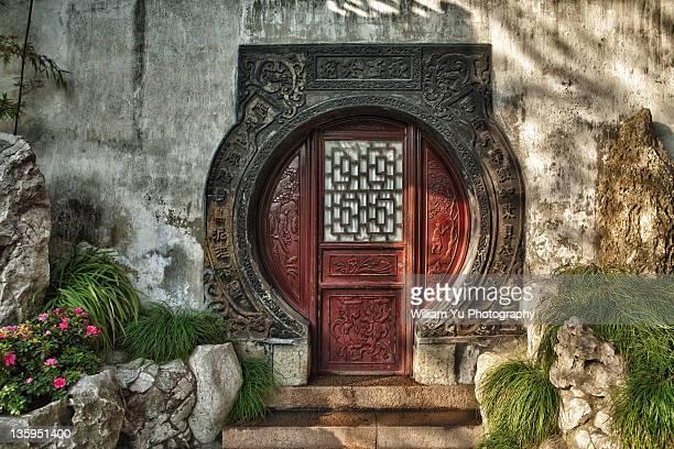Circular wooden door Yu Garden