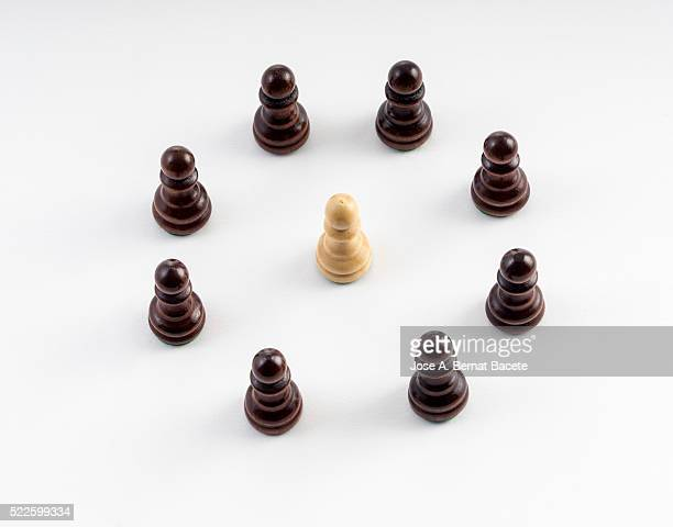 I circulate of black laborers of chess making a detour to one of white color